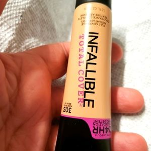 L'oreal infallible total cover 303 nude beije